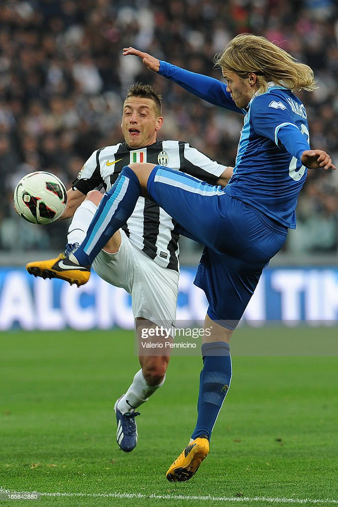<a gi-track='captionPersonalityLinkClicked' href=/galleries/search?phrase=Emanuele+Giaccherini&family=editorial&specificpeople=6675873 ng-click='$event.stopPropagation()'>Emanuele Giaccherini</a> (L) of Juventus is challenged by <a gi-track='captionPersonalityLinkClicked' href=/galleries/search?phrase=Per+Kroldrup&family=editorial&specificpeople=829066 ng-click='$event.stopPropagation()'>Per Kroldrup</a> of Pescara during the Serie A match between Juventus and Pescara at Juventus Arena on April 6, 2013 in Turin, Italy.