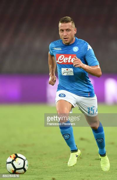 Emanuele Giaccherini of SSC Napoli in action during the preseason friendly match between SSC Napoli and Espanyol at Stadio San Paolo on August 10...