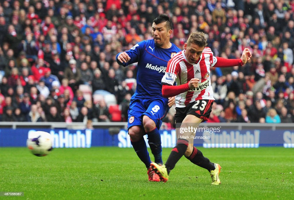 Emanuele Giaccherini of Sunderland scores his team's third goal during the Barclays Premier League match between Sunderland and Cardiff City at the...