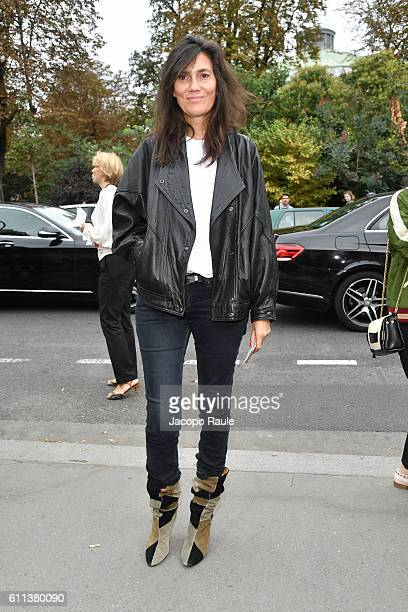Emanuelle Alt is seen arriving at Chloe fashion show during the Paris Fashion Week Spring/Summer 2017 on September 29 2016 in Paris France