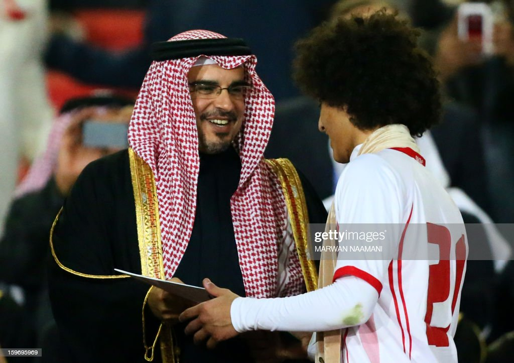 Emarati Omar Abdelrahman (R) receives the best player award of the 21st Gulf Cup from Bahraini Crown Prince Salman bin Hamad bin Isa Al Khalifa at the end of the Cup's final on January 18, 2013 in Manama. United Arab Emirates won 2-1 against Iraq.
