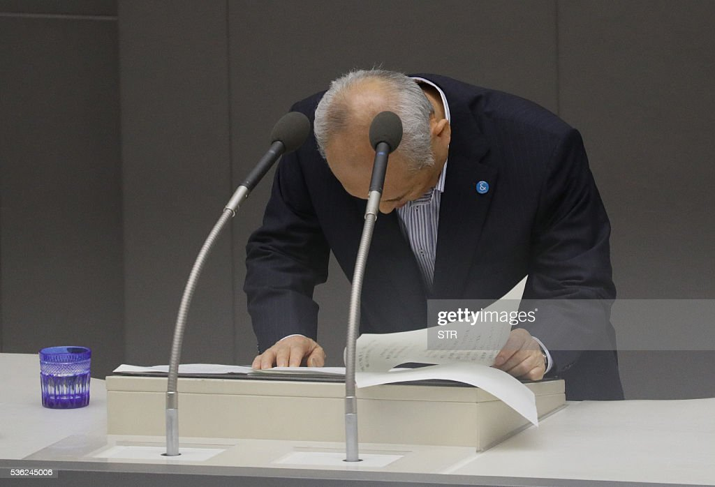 Embattled Tokyo governor Yoichi Masuzoe bows at the Tokyo metropolitan assembly on June 1, 2016. The head of 2020 Olympic host city Tokyo came under fire as he apologised June 1 over his lavish spending of public money on staying in spas and buying pyjamas. / AFP / JIJI PRESS / STR / Japan OUT