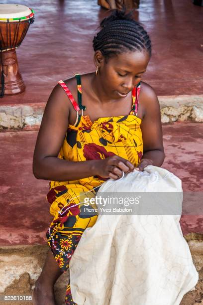 Embroiderer of tablecloths