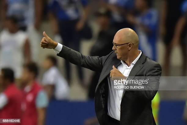 Emelec's coach Alfredo Arias gestures during their 2017 Copa Libertadores football match at George Capwell stadium in Guayaquil Ecuador on May 25...