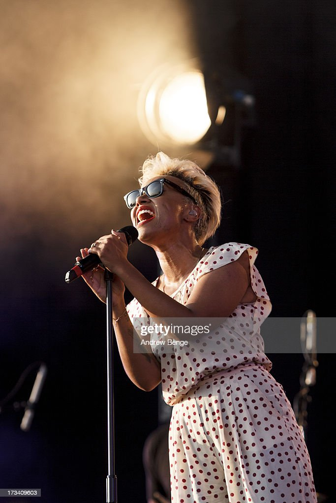 <a gi-track='captionPersonalityLinkClicked' href=/galleries/search?phrase=Emeli+Sande&family=editorial&specificpeople=7220317 ng-click='$event.stopPropagation()'>Emeli Sande</a> performs on stage on Day 2 of Yahoo Wireless Festival 2013 at Queen Elizabeth Olympic Park on July 13, 2013 in London, England.