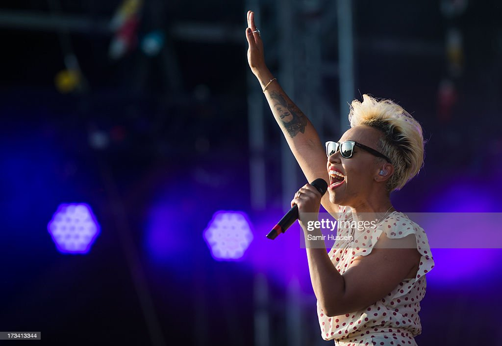 <a gi-track='captionPersonalityLinkClicked' href=/galleries/search?phrase=Emeli+Sande&family=editorial&specificpeople=7220317 ng-click='$event.stopPropagation()'>Emeli Sande</a> performs on the main stage on day 2 of the Yahoo! Wireless Festival at Queen Elizabeth Olympic Park on July 13, 2013 in London, England.