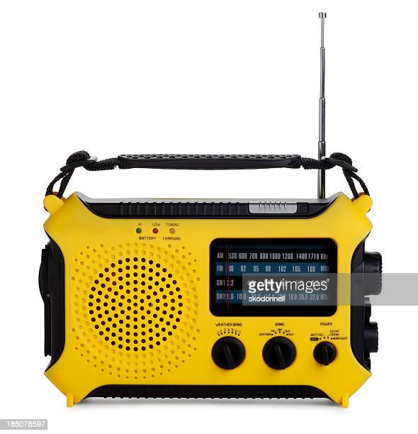 Radio d'urgence isolé sur blanc