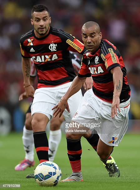 Emerson Sheik and Canteros of Flamengo control the ball during a match between Flamengo and Atletico Mineiro as part of Brasileirao Series A 2015 at...