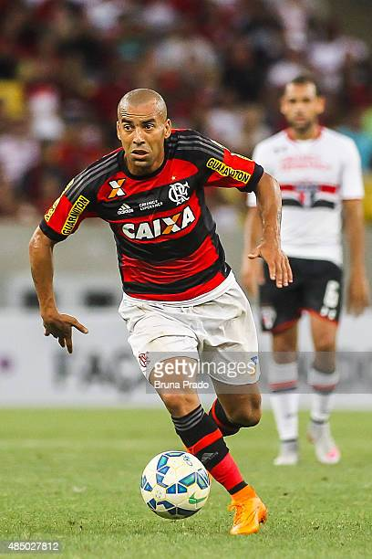 Emerson Sheik of Flamengo runs for the ball during the Brasileirao Series A 2015 match between Flamengo and Sao Paulo at Maracana Stadium on August...