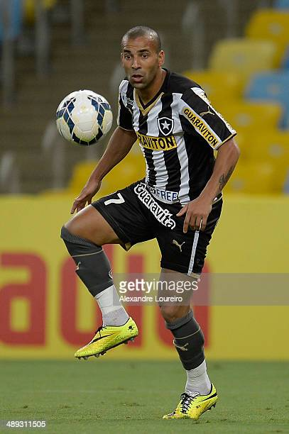 Emerson Sheike of Botafogo runs with the ball during the match between Botafogo and Criciuma as part of Brasileirao Series A 2014 at Maracana on May...