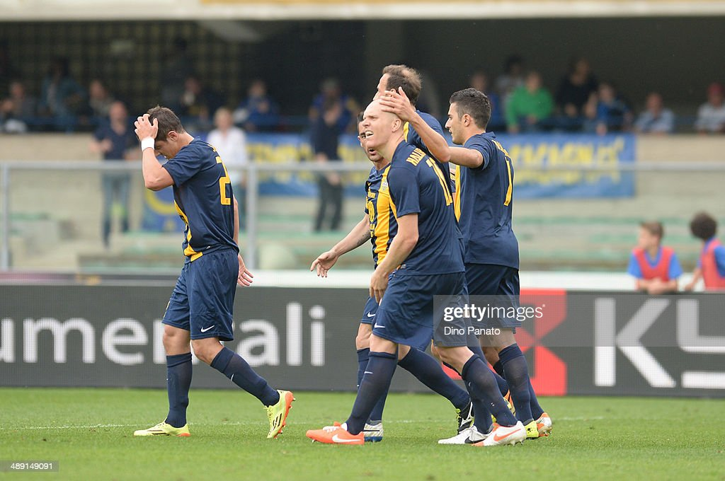 <a gi-track='captionPersonalityLinkClicked' href=/galleries/search?phrase=Emil+Hallfredsson&family=editorial&specificpeople=4182844 ng-click='$event.stopPropagation()'>Emil Hallfredsson</a> #1o of Hellas Verona is mobbed by team mates after scoring his team's second goal during the Serie A match between Hellas Verona FC and Udinese Calcio at Stadio Marc'Antonio Bentegodi on May 10, 2014 in Verona, Italy.