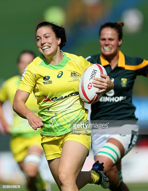 Emilee Cherry of Australia in action during day one of the Emirates Dubai Rugby Sevens HSBC World Rugby Women's Sevens Series on December 1 2016 in...