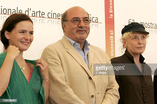 Emiliana Torrini Dante Ferretti and Claire Denis during 2005 Venice Film Festival In Competition Films Jury Photocall at Casino Palace in Venice Lido...