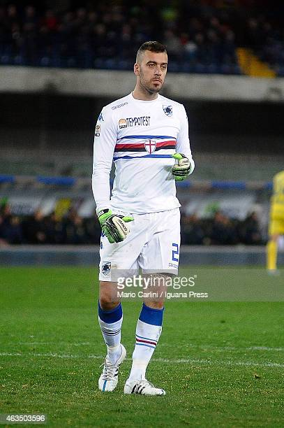 Emiliano Viviano goakeeper of UC Sampdoria shows his dejection during the Serie A match between AC Chievo Verona and UC Sampdoria at Stadio...