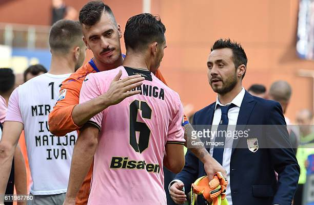 Emiliano Viviano of Sampdoria hugs Edoardo Goldaniga of Palermo as head coach Roberto De Zerbi looks on during the Serie A match between UC Sampdoria...
