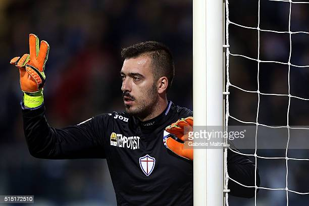 Emiliano Viviano of UC Sampdoria gestures during the Serie A match between Empoli FC and UC Sampdoria at Stadio Carlo Castellani on March 12 2016 in...
