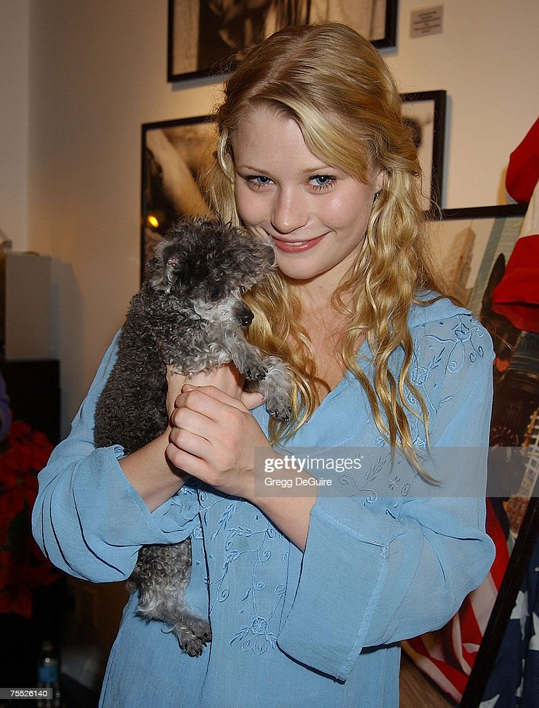 Emilie de Ravin & Bella at the Hamilton-Selway Fine Arts in West Hollywood, California