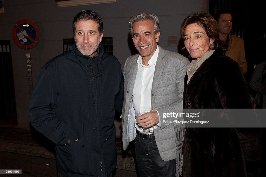 Emilio Aragon, <a gi-track='captionPersonalityLinkClicked' href=/galleries/search?phrase=Imanol+Arias&family=editorial&specificpeople=805299 ng-click='$event.stopPropagation()'>Imanol Arias</a> and Aruca Fernandez Vega attend 'Absolutamente Comprometidos' premiere at Teatro del Arte de Madrid on December 22, 2012 in Madrid, Spain.