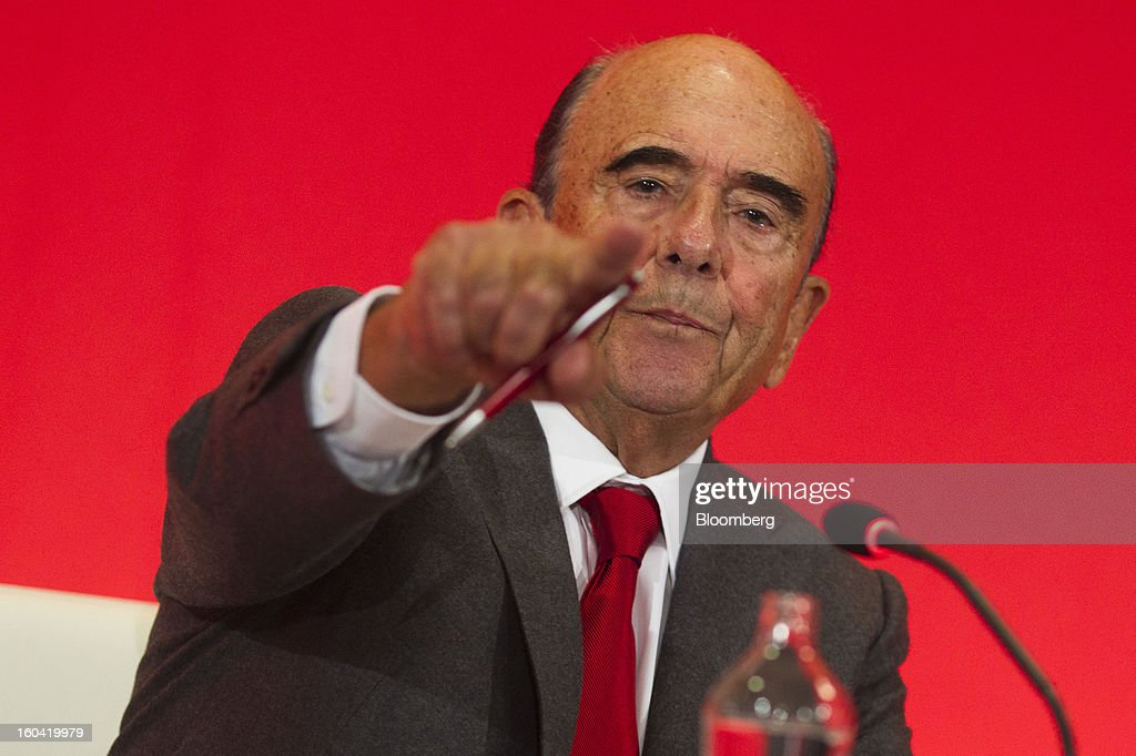 Emilio Botin, chairman of Banco Santander SA, points during a news conference in Madrid, Spain, on Thursday, Jan. 31, 2013. Banco Santander SA posted a fourth-quarter profit that missed analyst estimates as Spain's biggest lender set aside money for further loan losses in its home market and earnings slumped in Brazil and Britain. Photographer: Angel Navarrete/Bloomberg via Getty Images