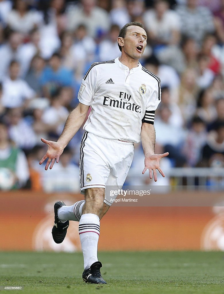 <a gi-track='captionPersonalityLinkClicked' href=/galleries/search?phrase=Emilio+Butragueno&family=editorial&specificpeople=746497 ng-click='$event.stopPropagation()'>Emilio Butragueno</a> of Real Madrid Legends reacts during the Corazon Classic match between Real Madrid Legens and Inter Forever at Estadio Santiago Bernabeu on June 8, 2014 in Madrid, Spain.