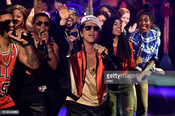 LIVE 'Emily Blunt' Episode 1707 Pictured Musical guest Bruno Mars performs on October 15 2016