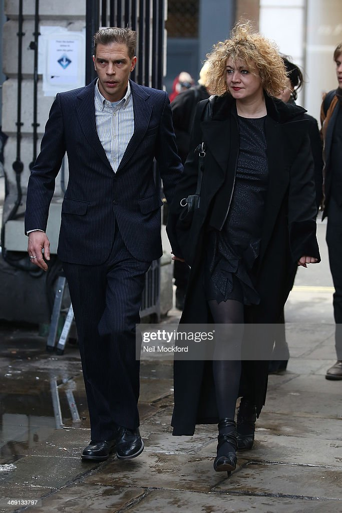 <a gi-track='captionPersonalityLinkClicked' href=/galleries/search?phrase=Emily+Lloyd&family=editorial&specificpeople=207194 ng-click='$event.stopPropagation()'>Emily Lloyd</a> (R), daughter of Roger Lloyd-Pack and friend attend the funeral of Roger Lloyd-Pack at St Paul's Church in Covent Garden on February 13, 2014 in London, England.