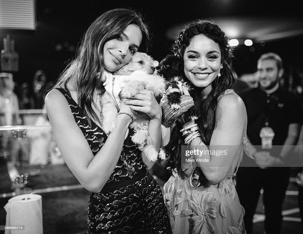 Emily Ratajkowski (L) and Vanessa Hudgens attend the 2015 MTV Video Music Awards at Microsoft Theater on August 30, 2015 in Los Angeles, California.
