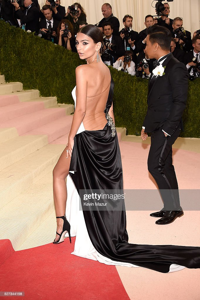 Emily Ratajkowski attends 'Manus x Machina: Fashion In An Age Of Technology' Costume Institute Gala at Metropolitan Museum of Art on May 2, 2016 in New York City.