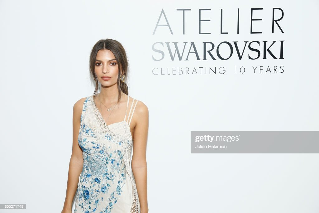 Emily Ratajkowski attends the Atelier Swarovski By Jason Wu dinner as part of the Paris Fashion Week Womenswear Spring/Summer 2018 on September 28, 2017 in Paris, France.