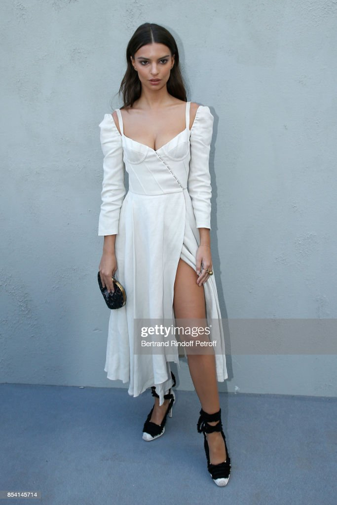 emily-ratajkowski-attends-the-christian-dior-show-as-part-of-the-picture-id854145714