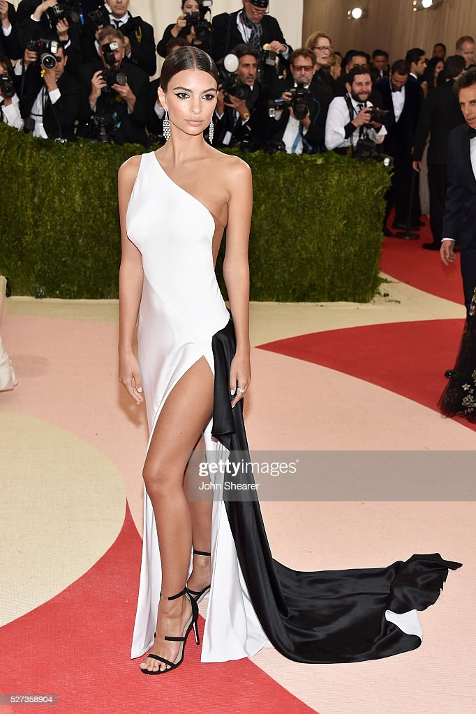 Emily Ratajkowski attends the 'Manus x Machina: Fashion In An Age Of Technology' Costume Institute Gala at Metropolitan Museum of Art on May 2, 2016 in New York City.
