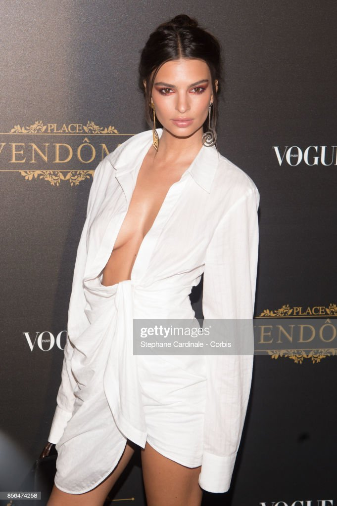 Emily Ratajkowski attends Vogue Party as part of the Paris Fashion Week Womenswear Spring/Summer 2018 at on October 1, 2017 in Paris, France.
