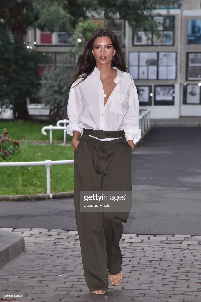 Emily Ratajkowski is seen arrivinga at Valentino show as part of the Paris Fashion Week Womenswear Spring/Summer 2018 on October 1, 2017 in Paris, France.