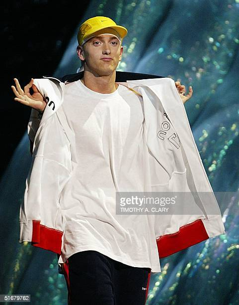Eminem walks on stage to accept the Video of the Year Award at the MTV Video Music Awards 29 August 2002 in New York AFP PHOTO/TIMOTHY A CLARY