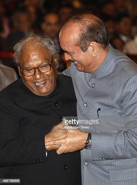 Eminent Indian scientist Prof Chintamani Nagesa Ramachandra Rao sharing a light moment with Union Health Minister Gulam Nabi Azad before receiving...