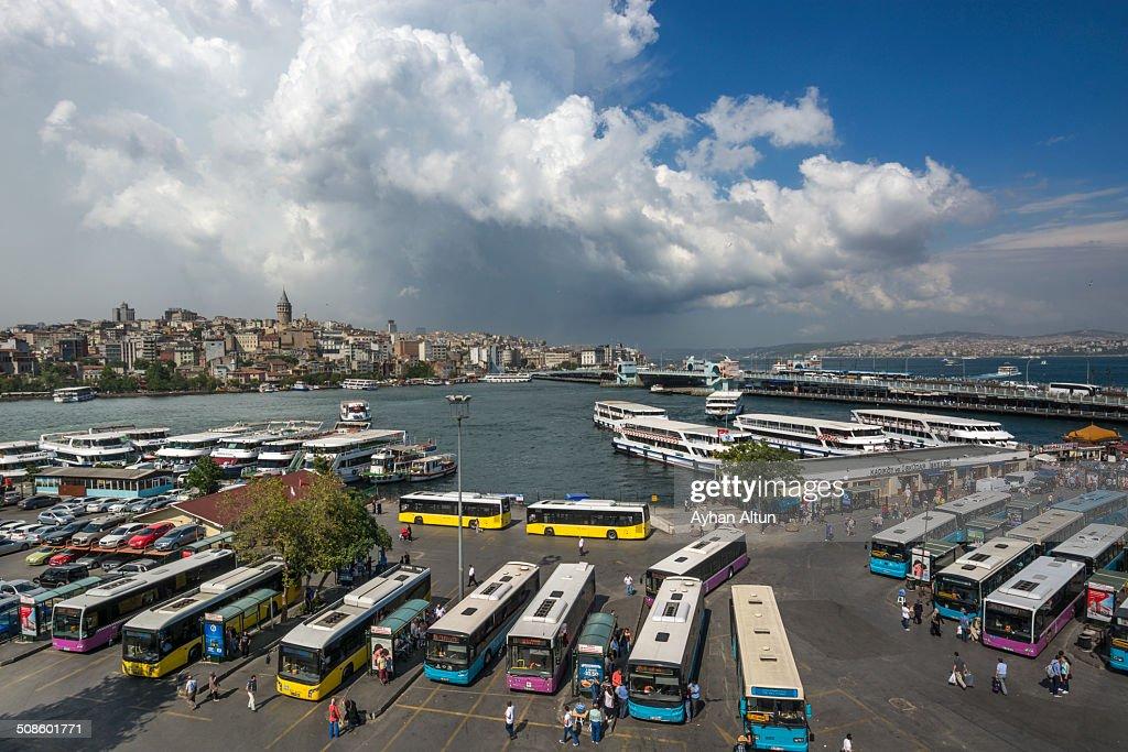 Eminonu Square and Golden Horn in Istanbul : Foto de stock