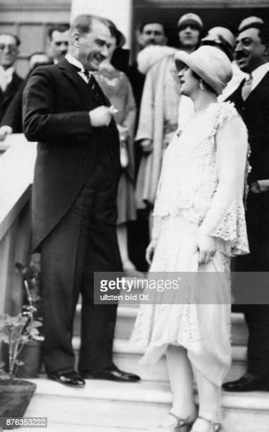 Emir King of Afghanistan Amanullah Khan´s travel through Europe Turkey Queen Soraya Tarzi Hanim in conversation with the Turkish president of the...
