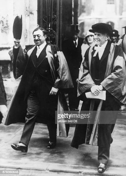 Emir King of Afghanistan Amanullah Khan´s travel through Europe here in England The King receives an honorary doctorate from the Oxford University...