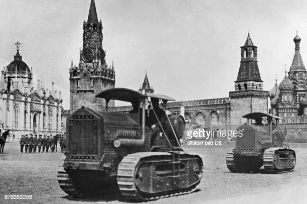 Emir King of Afghanistan Two tractors as presents from the Soviet Union for Amanullah Khan 1928 Vintage property of ullstein bild