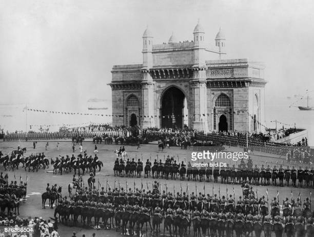 Emir King of Afghanistan Arrival and reception of the royal couple in Bombay India January 1928 Vintage property of ullstein bild