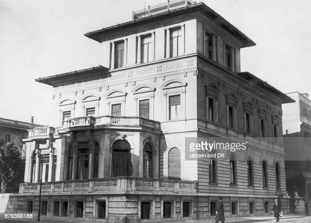 Emir King of Afghanistan The residence of the King Amanullah Khan and his family during his exile in Rome Vintage property of ullstein bild