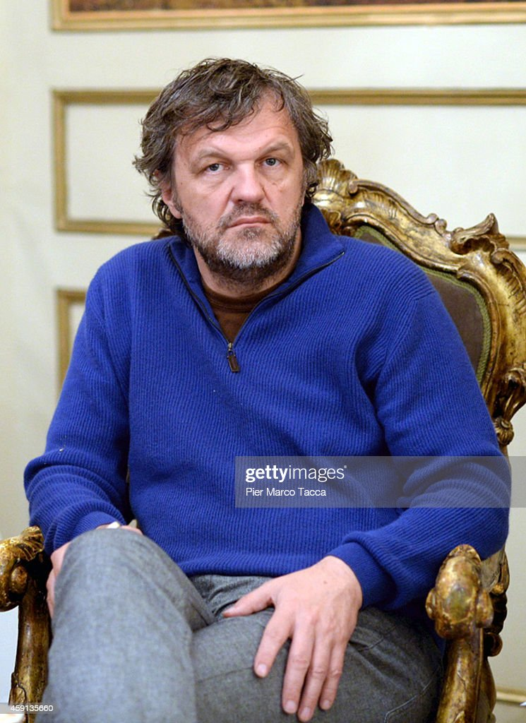 <a gi-track='captionPersonalityLinkClicked' href=/galleries/search?phrase=Emir+Kusturica&family=editorial&specificpeople=210555 ng-click='$event.stopPropagation()'>Emir Kusturica</a> attends a press conference on November 17, 2014 in Milan, Italy.