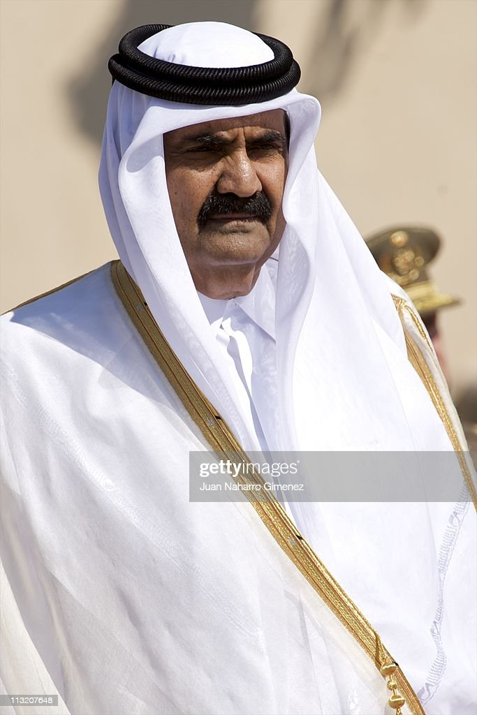 Emir of the State of Qatar Sheikh <a gi-track='captionPersonalityLinkClicked' href=/galleries/search?phrase=Hamad+Bin+Khalifa+Al-Thani&family=editorial&specificpeople=581043 ng-click='$event.stopPropagation()'>Hamad Bin Khalifa Al-Thani</a> and Sheikha Mozah Bint Nasser leave Queen Sofia of Spain and King Juan Carlos I of Spain at El Pardo Palace on April 27, 2011 in Madrid, Spain.