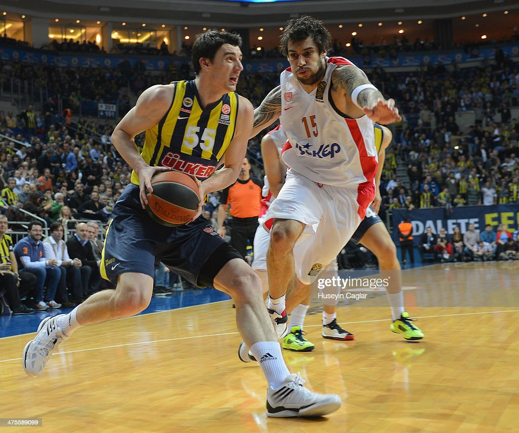 Emir Preldzic, #55 of Fenerbahce Ulker Istanbul competes with Georgios Printezis, #15 of Olympiacos Piraeus in action during the 2013-2014 Turkish Airlines Euroleague Top 16 Date 8 game between Fenerbahce Ulker Istanbul v Olympiacos Piraeus at Ulker Sports Arena on February 28, 2014 in Istanbul, Turkey.