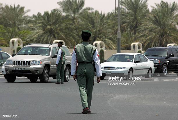 Emirati policemen control the traffic after electricity went out in Dubai due to an 'unexpected technical fault' 09 June 2005 Dubai the financial and...