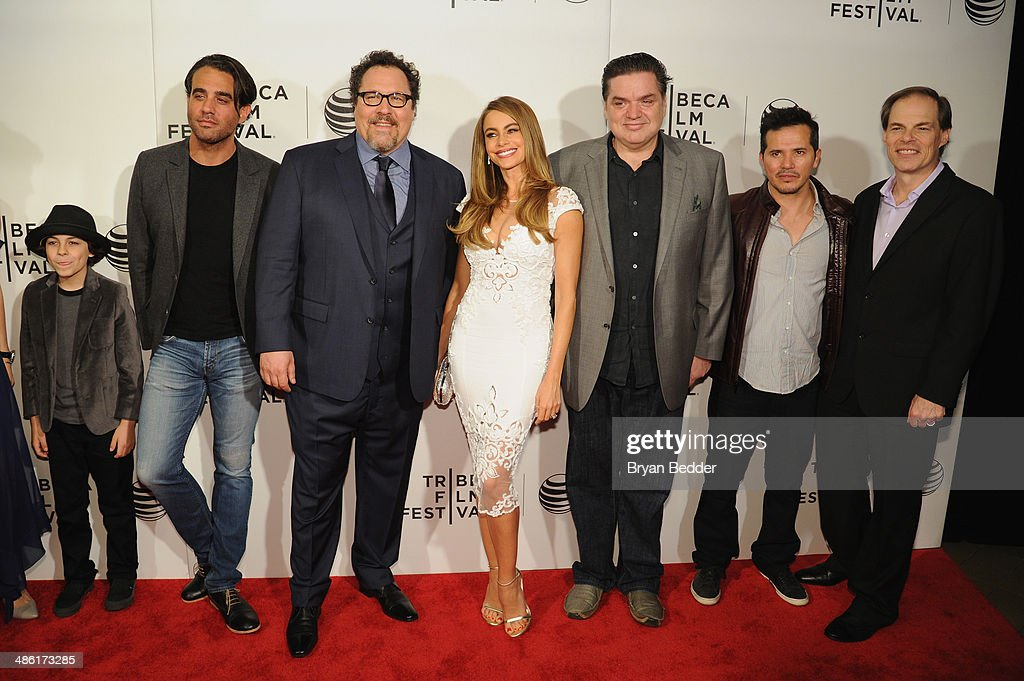 """Emjay Anthony, <a gi-track='captionPersonalityLinkClicked' href=/galleries/search?phrase=Bobby+Cannavale&family=editorial&specificpeople=211166 ng-click='$event.stopPropagation()'>Bobby Cannavale</a>, <a gi-track='captionPersonalityLinkClicked' href=/galleries/search?phrase=Jon+Favreau&family=editorial&specificpeople=239483 ng-click='$event.stopPropagation()'>Jon Favreau</a>, <a gi-track='captionPersonalityLinkClicked' href=/galleries/search?phrase=Sofia+Vergara&family=editorial&specificpeople=214702 ng-click='$event.stopPropagation()'>Sofia Vergara</a>, <a gi-track='captionPersonalityLinkClicked' href=/galleries/search?phrase=Oliver+Platt&family=editorial&specificpeople=227248 ng-click='$event.stopPropagation()'>Oliver Platt</a>, <a gi-track='captionPersonalityLinkClicked' href=/galleries/search?phrase=John+Leguizamo&family=editorial&specificpeople=167163 ng-click='$event.stopPropagation()'>John Leguizamo</a> and Sergei Bespalov attend the """"Chef"""" world premiere exclusively for American Express card members on April 22, 2014 in New York City."""
