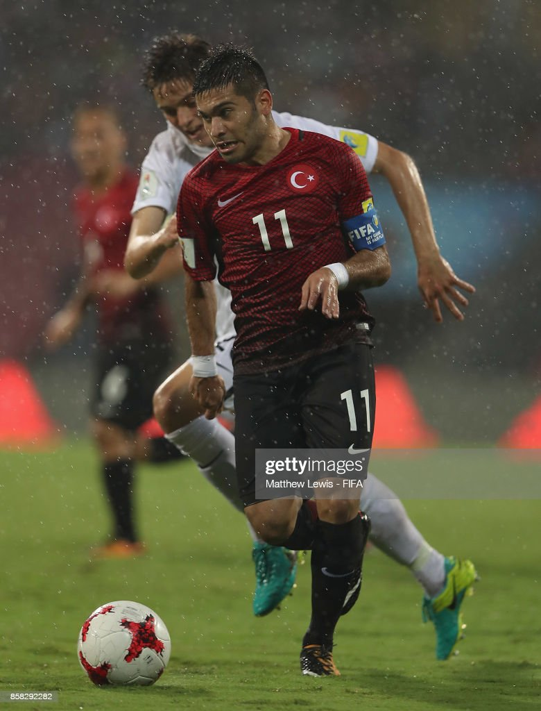 Emlyn Wellsmore of New Zealand and Recep Gul of Turkey challenge for the ball during the FIFA U-17 World Cup India 2017 group B match between New Zealand and Turkey at Dr DY Patil Cricket Stadium on October 6, 2017 in Mumbai, India.