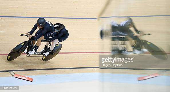 Emma Foy and Laura Thompson of New Zealand compete in the Women's B 3000m Individual Pursuit Qualifying on day 4 of the Rio 2016 Paralympic Games at...