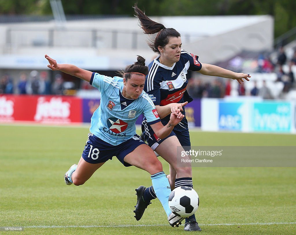 <a gi-track='captionPersonalityLinkClicked' href=/galleries/search?phrase=Emma+Kete&family=editorial&specificpeople=5481366 ng-click='$event.stopPropagation()'>Emma Kete</a> of Sydney FC is challenged by Alexandra Natoli of the Victory during the round one W-League match between the Melbourne Victory and Sydney FC at Lakeside Stadium on November 10, 2013 in Melbourne, Australia.