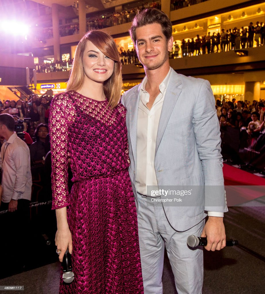 <a gi-track='captionPersonalityLinkClicked' href=/galleries/search?phrase=Emma+Stone&family=editorial&specificpeople=672023 ng-click='$event.stopPropagation()'>Emma Stone</a> and <a gi-track='captionPersonalityLinkClicked' href=/galleries/search?phrase=Andrew+Garfield&family=editorial&specificpeople=4047840 ng-click='$event.stopPropagation()'>Andrew Garfield</a> attend 'The Amazing Spider-Man 2' Singapore Fan Event at Marina Bay Sands on March 26, 2014 in Singapore.